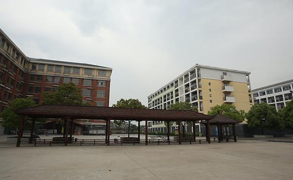 当代学校教学大楼外观